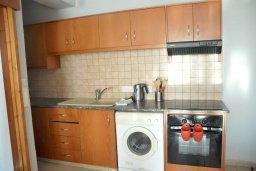 Кухня. Кипр, Ларнака город : Апаратмент в центре Ларнаки с гостиной, отдельной спальней и балконом