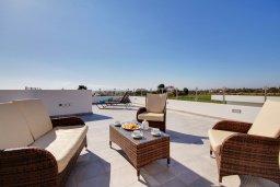 Патио. Кипр, Корал Бэй : Роскошная вилла с 5-ю спальнями, с видом на море, с бассейном, детской площадкой и зелёной территорией с патио и барбекю