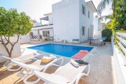 Фасад дома. Кипр, Коннос Бэй : Прекрасная вилла с 3-мя спальнями, с бассейном и тенистой террасой с патио и барбекю