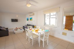 Гостиная. Кипр, Коннос Бэй : Прекрасная вилла с 3-мя спальнями, с бассейном и тенистой террасой с патио и барбекю