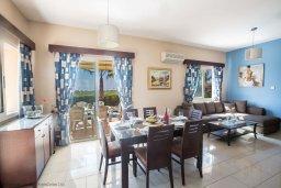 Гостиная. Кипр, Сиренс Бич - Айя Текла : Роскошная вилла с потрясающим видом на море, с 3-мя спальнями, с бассейном, в окружение пышного сада, с патио и барбекю