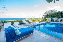 Бассейн. Кипр, Коннос Бэй : Роскошная вилла с потрясающим видом на Средиземное море, с 4-мя спальнями, с бассейном, патио, каменным барбекю, расположена на полуострове Cape Greco