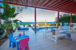 Территория. Кипр, Коннос Бэй : Роскошная вилла с потрясающим видом на Средиземное море, с 4-мя спальнями, с бассейном, патио, каменным барбекю, расположена на полуострове Cape Greco