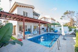 Фасад дома. Кипр, Коннос Бэй : Роскошная вилла с потрясающим видом на Средиземное море, с 4-мя спальнями, с бассейном, патио, каменным барбекю, расположена на полуострове Cape Greco