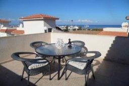 Вид на море. Кипр, Пернера : Уютная вилла с видом на Средиземное море, с 3-мя спальнями, бассейном, зелёным двориком, патио, каменным барбекю и террасой на крыше