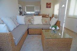 Гостиная. Кипр, Пернера : Уютная вилла с видом на Средиземное море, с 3-мя спальнями, бассейном, зелёным двориком, патио, каменным барбекю и террасой на крыше