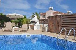 Бассейн. Кипр, Пернера : Уютная вилла с видом на Средиземное море, с 3-мя спальнями, бассейном, зелёным двориком, патио, каменным барбекю и террасой на крыше
