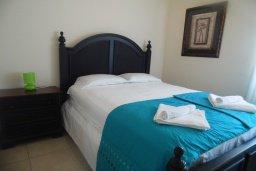 Спальня. Кипр, Каво Марис Протарас : Прекрасная вилла с 3-мя спальнями, с бассейном, цветущим садом, с патио и барбекю, расположена в небольшом комплексе в Протарасе