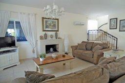Гостиная. Кипр, Каво Марис Протарас : Прекрасная вилла с 3-мя спальнями, с бассейном, цветущим садом, с патио и барбекю, расположена в небольшом комплексе в Протарасе