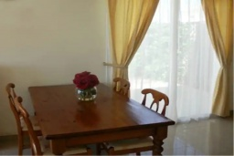 Обеденная зона. Кипр, Сиренс Бич - Айя Текла : Восхитительная вилла с видом на море, с 3-мя спальнями, с бассейном, патио и барбекю