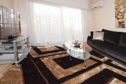 Гостиная. Кипр, Центр Лимассола : Апартамент в 50 метрах от пляжа, с гостиной, двумя отдельными спальнями и балконом с видом на море