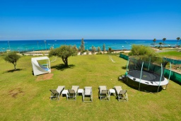 Территория. Кипр, Санрайз Протарас : Шикарная вилла с видом на Средиземное море, с 5-ю спальнями, с бассейном, сауной, джакузи, тенистой террасой с lounge-зоной, расположена в 50 метрах от пляжа