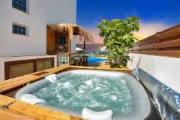 Развлечения и отдых на вилле. Кипр, Санрайз Протарас : Шикарная вилла с видом на Средиземное море, с 5-ю спальнями, с бассейном, сауной, джакузи, тенистой террасой с lounge-зоной, расположена в 50 метрах от пляжа