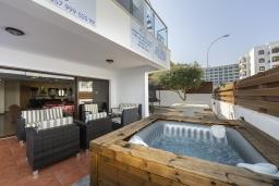 Развлечения и отдых на вилле. Кипр, Санрайз Протарас : Шикарная вилла с потрясающим видом на Средиземное море, с 5-ю спальнями, с бассейном с подогревом, с джакузи, сауной, расположена недалеко от пляжа Fig Tree Bay