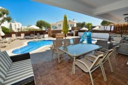 Терраса. Кипр, Санрайз Протарас : Шикарная вилла с 5-ю спальнями, с бассейном, сауной, джакузи, тенистой террасой с патио и уличным баром, расположена около пляжа Fig Tree Bay