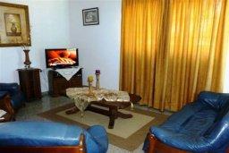 Гостиная. Кипр, Декелия - Ороклини : Двухэтажная вилла с двориком недалеко от пляжа, 3 спальни, 2 ванные комнаты, Wi-Fi