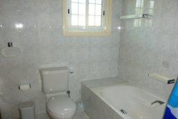 Ванная комната. Кипр, Декелия - Ороклини : Двухэтажная вилла с двориком недалеко от пляжа, 3 спальни, 2 ванные комнаты, Wi-Fi