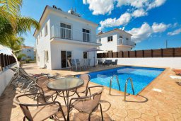 Вид на виллу/дом снаружи. Кипр, Нисси Бич : Шикарная вилла с 4-мя спальнями, с бассейном, патио и барбекю, расположена всего в нескольких минутах ходьбы от Nissi Avenue