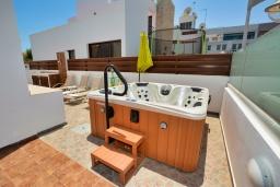 Территория. Кипр, Санрайз Протарас : Восхитительная вилла с 5-ю спальнями, 4-мя ванными комнатами, с джакузи, сауной, патио и барбекю, расположена в 100 метрах от моря