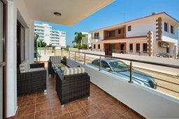 Патио. Кипр, Санрайз Протарас : Роскошная вилла с джакузи в 100 метрах от пляжа, 5 спален, 4 ванные комнаты, сауна, барбекю, парковка, Wi-Fi