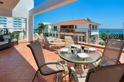 Терраса. Кипр, Санрайз Протарас : Роскошная вилла с джакузи в 100 метрах от пляжа, 5 спален, 4 ванные комнаты, сауна, барбекю, парковка, Wi-Fi