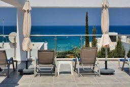 Вид на море. Кипр, Фиг Три Бэй Протарас : Современный пентхаус с видом на Средиземное море, с 3-мя спальнями, большой террасой с джакузи, lounge-зоной и уличным баром, расположен около пляжа Fig Tree Bay