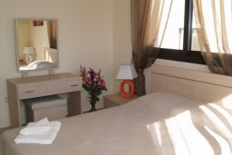 Спальня. Кипр, Каппарис : Апартамент с гостиной, тремя спальнями, двумя ванными комнатами и балконом, в комплексе с общим бассейном, Spa-центром и тренажерным залом