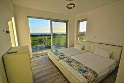 Спальня. Кипр, Нисси Бич : Современная вилла с 4-мя спальнями, с бассейном, зелёной территорией и патио, расположена в 200 метрах от пляжа