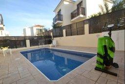 Бассейн. Кипр, Каппарис : Уютная вилла с 2-мя спальнями, с бассейном и тенистой террасой с патио, расположена в 280 метрах от пляжа Firemans Beach