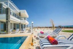Фасад дома. Кипр, Сиренс Бич - Айя Текла : Роскошная вилла на побережье, с 5-ю спальнями, с бассейном, солнечной террасой, барбекю и садом на крыше с захватывающим видом на Средиземное море