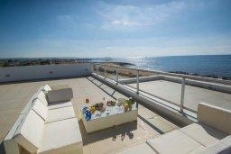 Патио. Кипр, Сиренс Бич - Айя Текла : Роскошная вилла на побережье, с 5-ю спальнями, с бассейном, солнечной террасой, барбекю и садом на крыше с захватывающим видом на Средиземное море