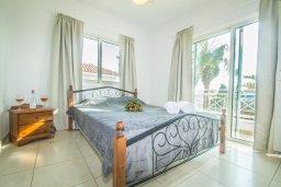 Спальня. Кипр, Ионион - Айя Текла : Великолепная вилла с 3-мя спальнями, с зеленым двориком, бассейном и уютным патио, расположена в 300 метрах от пляжа Thalassines private Beach