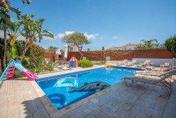 Бассейн. Кипр, Ионион - Айя Текла : Великолепная вилла с 3-мя спальнями, с зеленым двориком, бассейном и уютным патио, расположена в 300 метрах от пляжа Thalassines private Beach