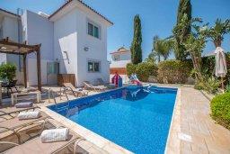 Вид на виллу/дом снаружи. Кипр, Ионион - Айя Текла : Великолепная вилла с 3-мя спальнями, с зеленым двориком, бассейном и уютным патио, расположена в 300 метрах от пляжа Thalassines private Beach