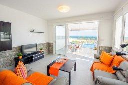 Гостиная. Кипр, Ионион - Айя Текла : Превосходная вилла на берегу моря с 3-мя спальнями, с бассейном, с террасой и потрясающим видом на море
