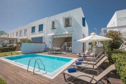 Вид на виллу/дом снаружи. Кипр, Фиг Три Бэй Протарас : Комплекс из 2-х вилл с шикарным видом на Средиземное море, с 9-ю спальнями, 10-ю ванными комнатами, с 2-мя бассейнами, зелёным садом, патио и барбекю, расположен в 400 метрах от пляжа Fig Tree Bay