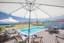 Терраса. Кипр, Фиг Три Бэй Протарас : Комплекс из 2-х вилл с шикарным видом на Средиземное море, с 9-ю спальнями, 10-ю ванными комнатами, с 2-мя бассейнами, зелёным садом, патио и барбекю, расположен в 400 метрах от пляжа Fig Tree Bay