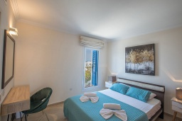 Спальня 2. Кипр, Фиг Три Бэй Протарас : Комплекс из 2-х вилл с шикарным видом на Средиземное море, с 9-ю спальнями, 10-ю ванными комнатами, с 2-мя бассейнами, зелёным садом, патио и барбекю, расположен в 400 метрах от пляжа Fig Tree Bay