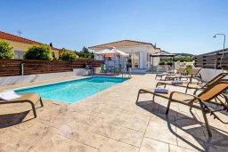 Бассейн. Кипр, Санрайз Протарас : Прекрасная вилла с 2-мя спальнями, с бассейном и солнечной террасой с патио и барбекю, расположена в тихом районе Протараса