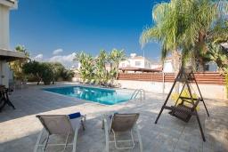 Бассейн. Кипр, Сиренс Бич - Айя Текла : Прекрасная вилла с видом на море, с 4-мя спальнями, с бассейном, тенистой террасой с патио, барбекю и уличным баром, расположена в 300 метрах от пляжа Sirens Beach