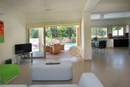Гостиная. Кипр, Пернера : Просторная вилла с бассейном и барбекю, 3 спальни, 2 ванные комнаты, парковка, Wi-Fi