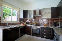 Кухня. Кипр, Пернера : Просторная вилла с бассейном и барбекю, 3 спальни, 2 ванные комнаты, парковка, Wi-Fi