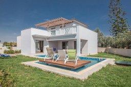 Фасад дома. Кипр, Нисси Бич : Современная вилла с бассейном и зеленым двориком, 3 спальни, 2 ванные комнаты, барбекю, парковка, Wi-Fi