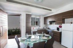 Кухня. Кипр, Нисси Бич : Современная вилла с бассейном и зеленым двориком, 3 спальни, 2 ванные комнаты, барбекю, парковка, Wi-Fi