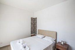 Спальня. Кипр, Нисси Бич : Современная вилла с бассейном и зеленым двориком, 3 спальни, 2 ванные комнаты, барбекю, парковка, Wi-Fi