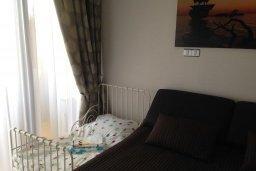 Спальня. Кипр, Гермасойя Лимассол : Семейный апартамент в 50 метрах от пляжа, с гостиной, отдельной спальней и террасой с видом на море