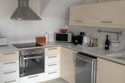 Кухня. Кипр, Гермасойя Лимассол : Апартамент в 50 метрах от пляжа, с гостиной, двумя спальнями и террасой с видом на сад