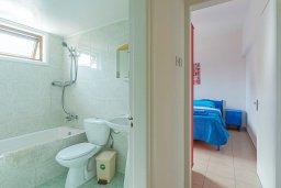 Ванная комната. Кипр, Декелия - Ороклини : Апартамент с гостиной, двумя спальнями и террасой с видом на море