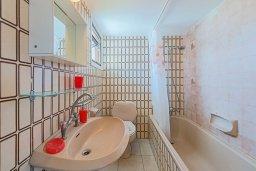 Ванная комната. Кипр, Декелия - Ороклини : Апартамент с гостиной, отдельной спальней и балконом с видом на море