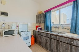 Кухня. Кипр, Декелия - Ороклини : Апартамент с гостиной, отдельной спальней и балконом с видом на море